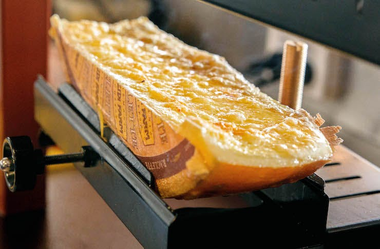 Melting raclette