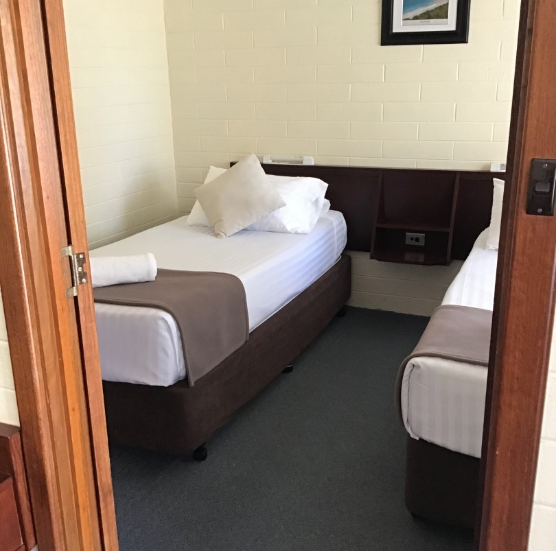 Bayview Motel Esperance Queen plus 2 Single Beds
